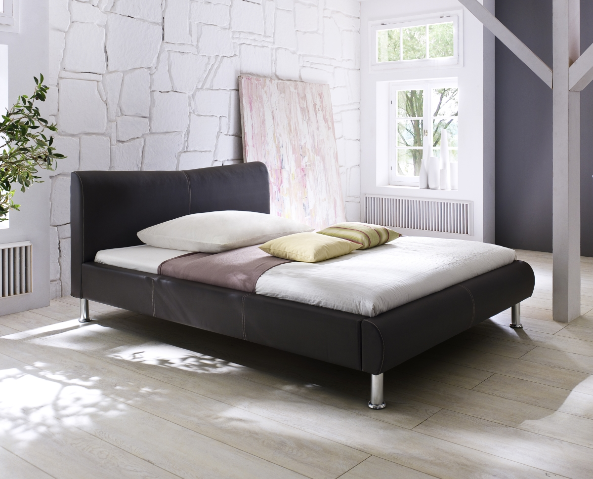 design lederbett polsterbett in farbe weiss schwarz mit chromleiste supply24. Black Bedroom Furniture Sets. Home Design Ideas