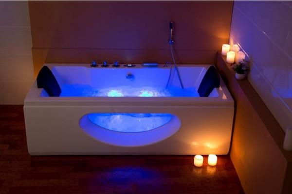 Luxus badezimmer mit whirlpool  Whirlpools und Eckwannen für Indoor und Outdoor mit Heizung + Ozon + ...